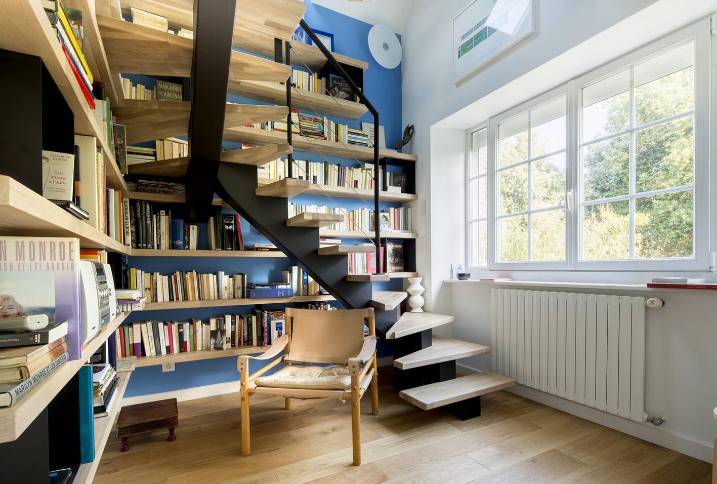 Rénovation d'une villa à Pornichet avec création d'un escalier-bibliothèque